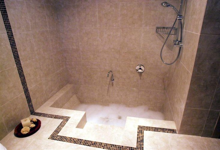 Smart design ideas for small bathroom spaces fantastic88 for Sunken tub ideas