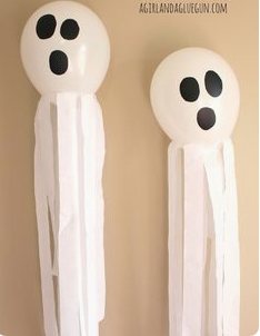 The ghost balloons - Ghostly Handmade Halloween Wreath Ideas